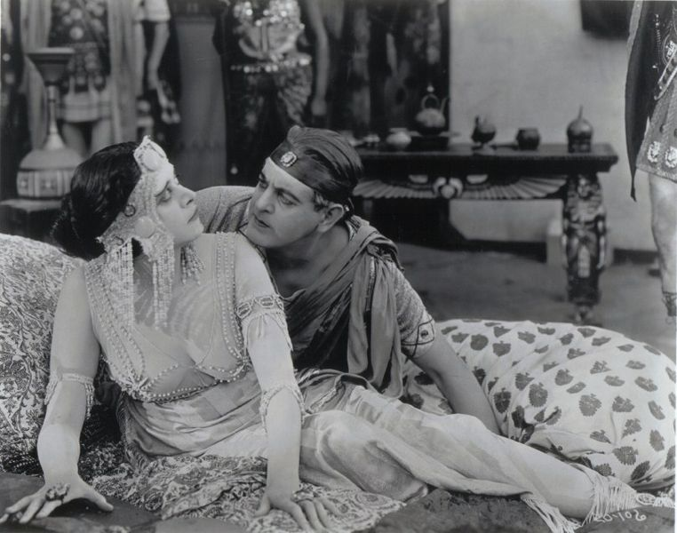 336-Theda Bara als Cleopatra mit Fritz Leiber als Caesar