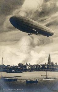 343-Deutsches Luftschiff 1914 über Antwerpen