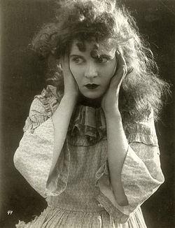 486-Mae_Marsh_1915